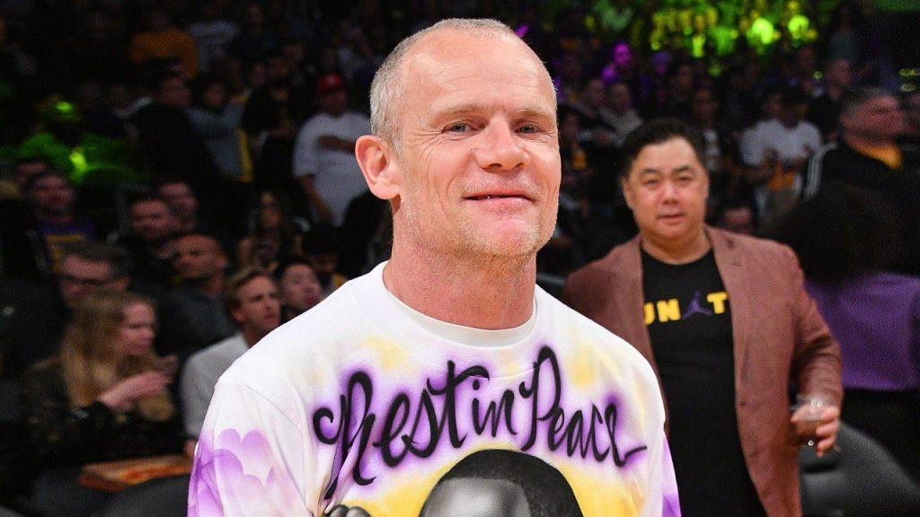 Flea Wears an Old-School Tribute to Kobe Bryant